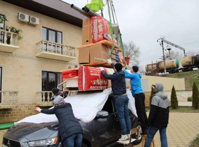 Реквизит высотой 4,5 метра над автомобилем весил 75 килограммов