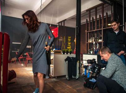 Съемки проходили в течение 2-х дней в трех локациях: филармония, квартира-лофт, ресторан