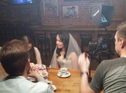 У героини в кадре было волшебное превращение в невесту в белоснежном платье