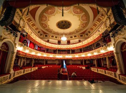 Для съемок была выбрана одна из красивейших локаций Краснодара - Краснодарская Филармония им. Г. Пономаренко