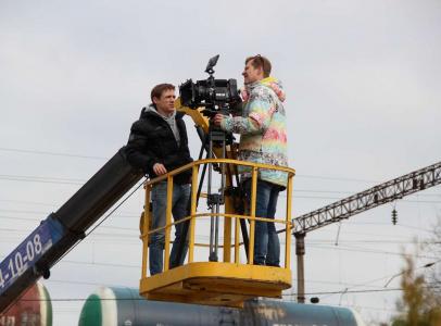 Чтобы снять 1 кадр, часть съемочной группы поднялась на 10 метров от земли